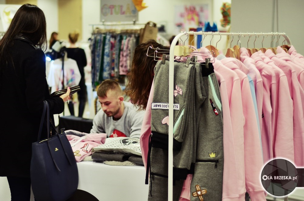 odzież dla kobiet na warsaw fashion store fot. Ola Brzeska