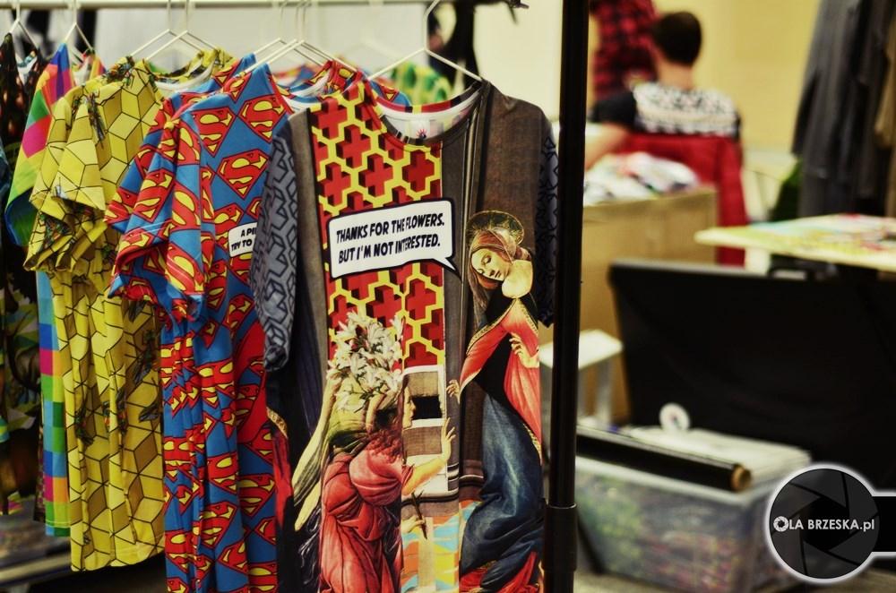 punk parrot koszulki z nadrukami fot. Ola Brzeska