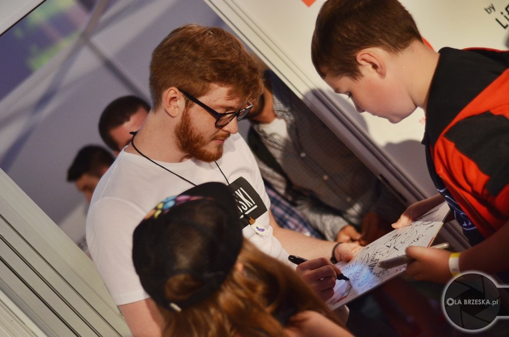 Rudy youtuber rozdaje autografy Orange VideoFest by Lifetube