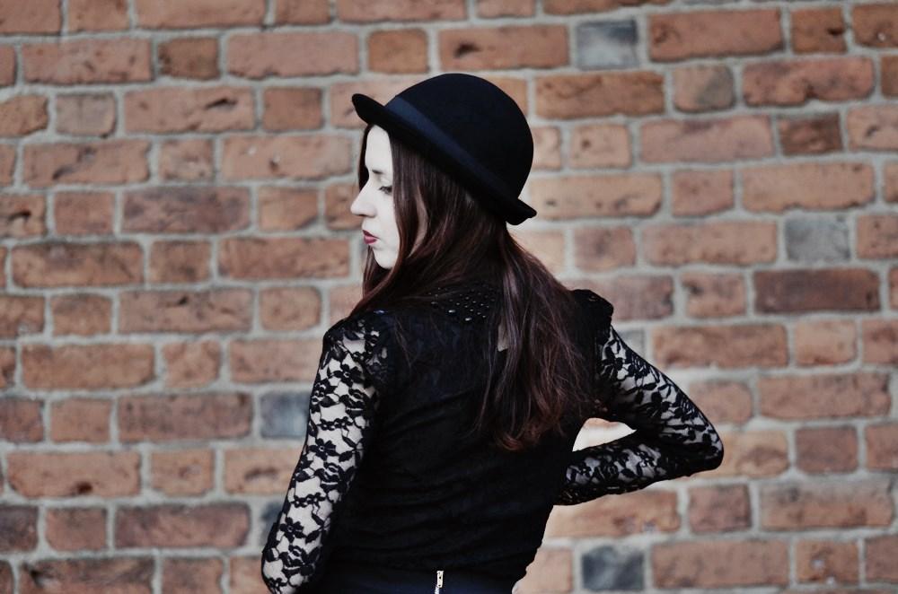 melonik koronkowa bluzka koronka czarna