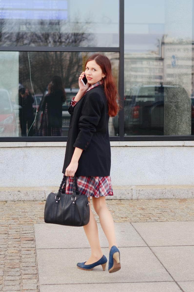 koszulowa sukienka w wersji eleganckiej