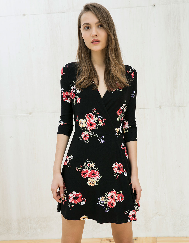 sukienka w kwiaty bershka
