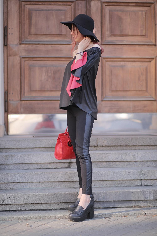 Outfit czerwona torebka