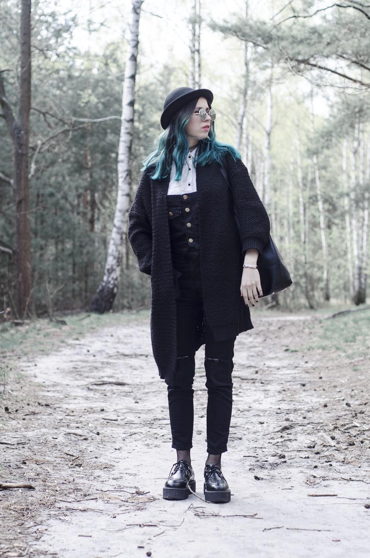 czarne ogrodniczki outfit