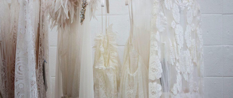 Sukienki ślubne w stylu boho za mniej niż 200 złotych