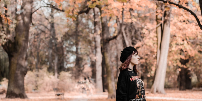 Ciepła jesień – jak się ubierać?
