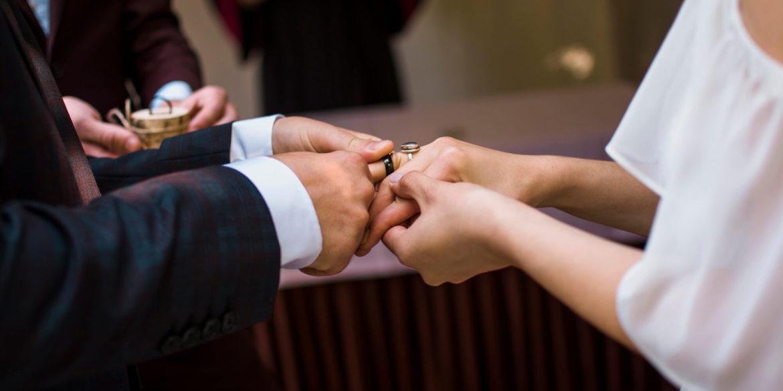 Alternatywne obrączki ślubne – jakie wybrać i gdzie kupić